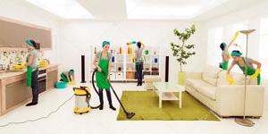 женщины за уборкой офиса